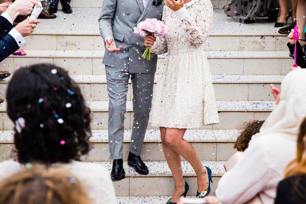 זוג מתחתנים