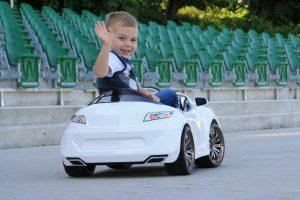 ילד נוסע ברכב