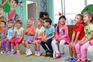 ילדים מחכים להפעלה