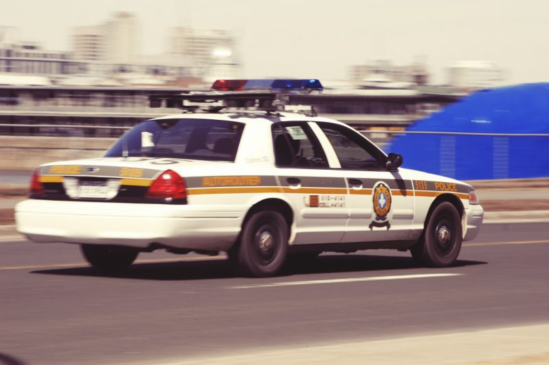 רכב משטרתי במרדף